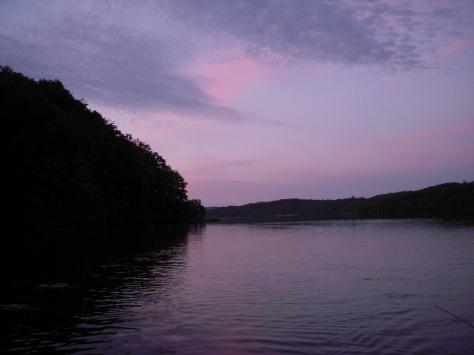 - Et aften-view ud over den ultra-smukke og spejlblanke Hald Sø