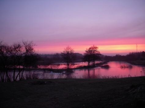 - Morgenstund i Vr. Nebel. Her en letfrossen lillesø. Storesø var is-fri.