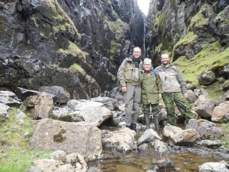 - Undertegnede, Anne og Jari på endnu et Færøernes betagende steder