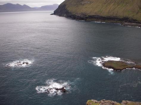 - Der er smæk på det fiskerige hav når det møder klippeformationerne