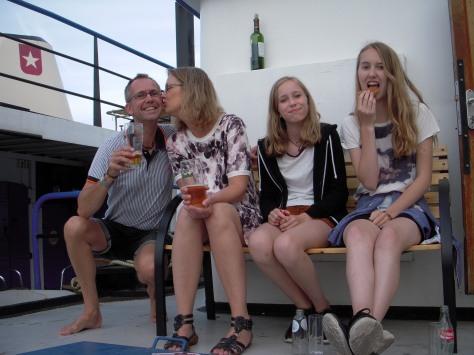 - - Jeg, fruen og tøserne: Anne på 12 og Stine på 17 i hollandske Maastricht :-)