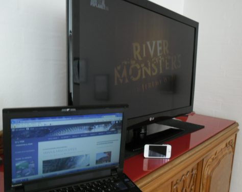 - PC'en med ULFISK.com, River Monsters og Jeremy Wade samt i-phonen underholder...